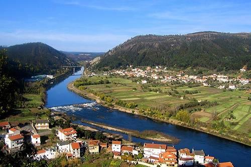 Vista del río en Linhares Portugal
