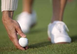 Jugando al golf suecia