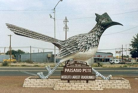 paisano-pete-la-estatua-del-enorme-correcaminos-de-texas
