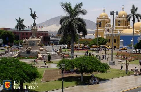 Recorriendo la ciudad de Trujillo en Perú 1
