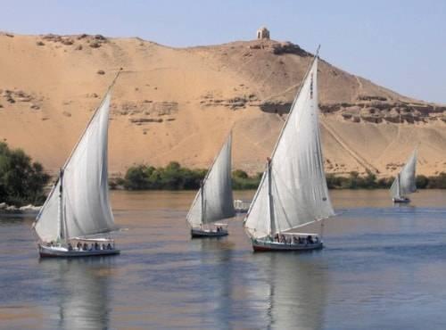 Navegando en felucca por Egipto 1