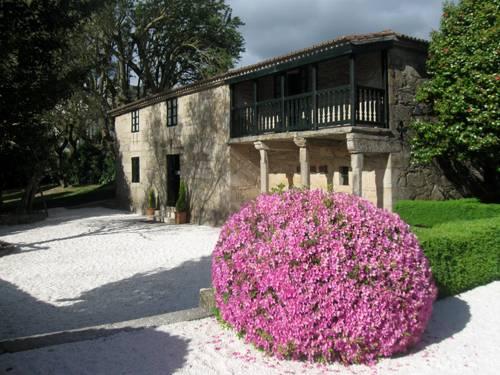 El frondoso Jardín de Rosalía en Iria Flavia 1