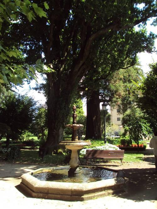 El frondoso Jardín de Rosalía en Iria Flavia 3