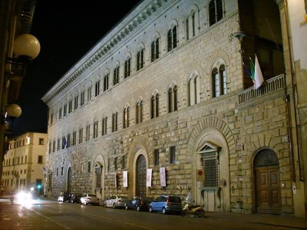 palacio medici en florencia italia