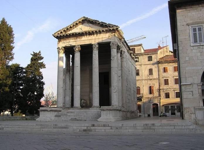 templo de augusto en pula