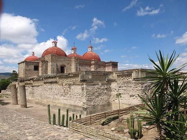 Turismo arqueológico en Mitla