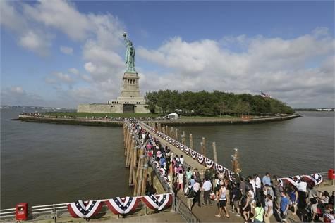 estatua de la libertad turistas