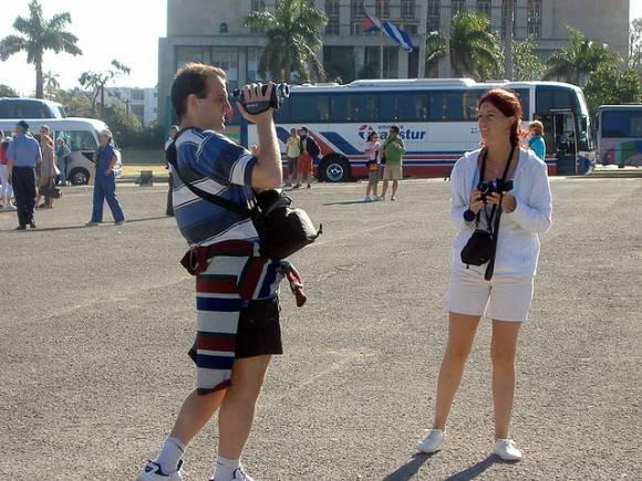 Turistas hombres y mujeres
