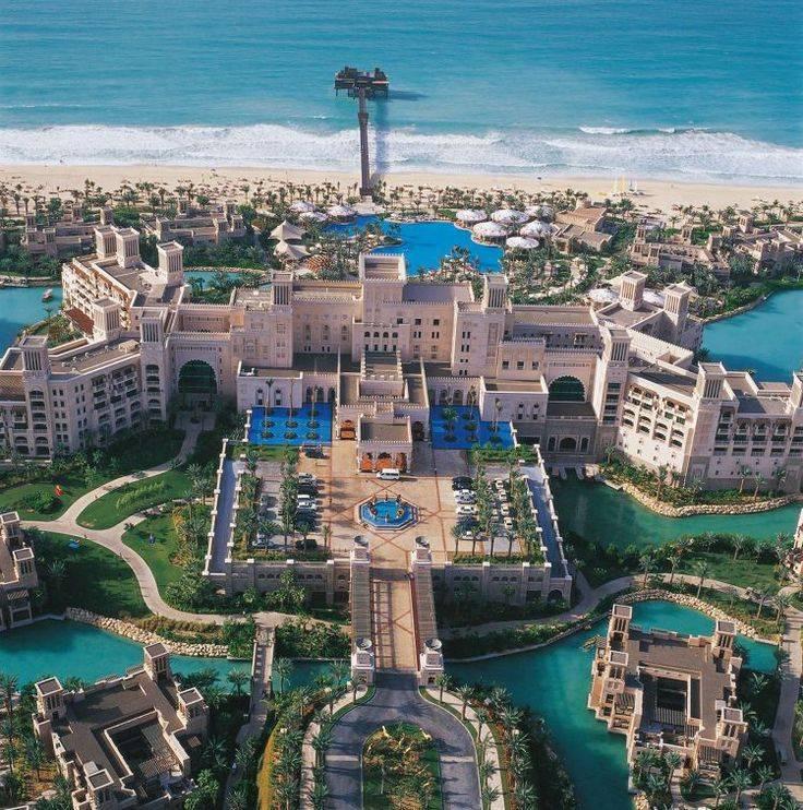Los 10 hoteles con playa privada m s impresionantes for Hoteles en islas privadas