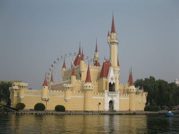 El parque Shijingshan, el Disney chino abandonado 2