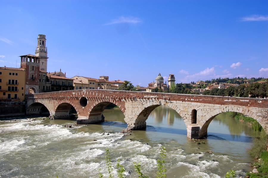Fuente:  Wikimedia/d/d6/Ponte_Pietra_a_Verona.jpg