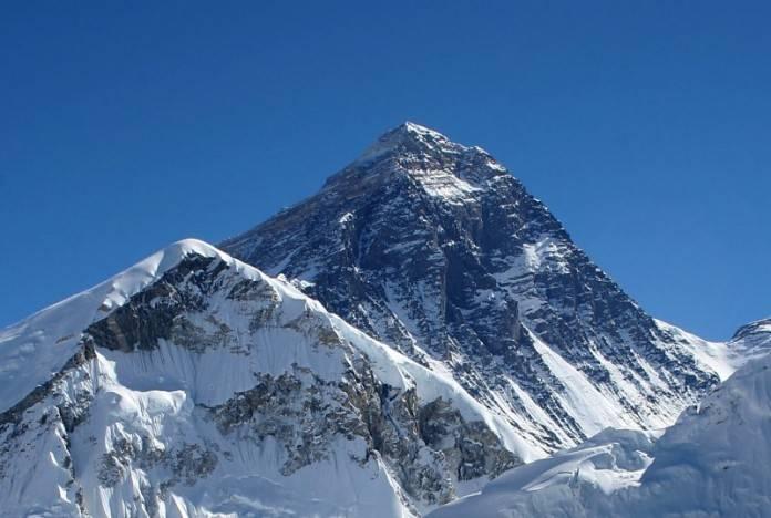 Google Maps ahora te deja recorrer los rincones del Everest 2