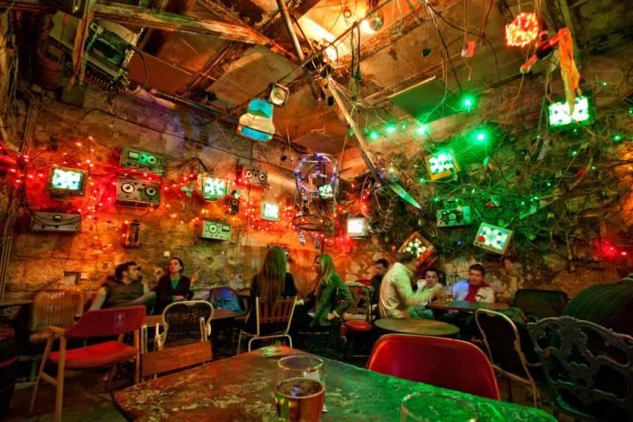 Ruin pubs, los bares en ruinas de Budapest 2