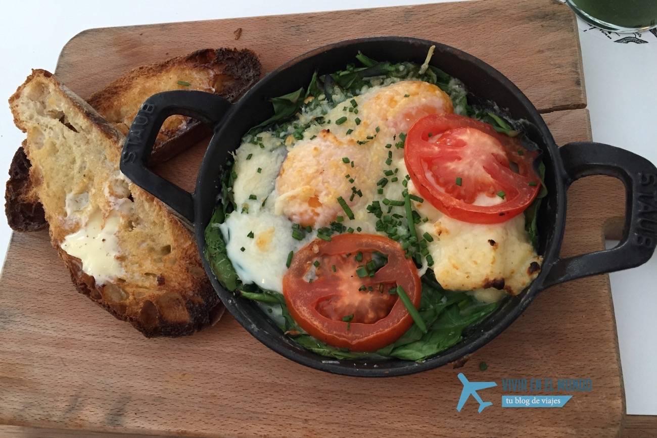 Huevos florentina en Federal Café Madrid