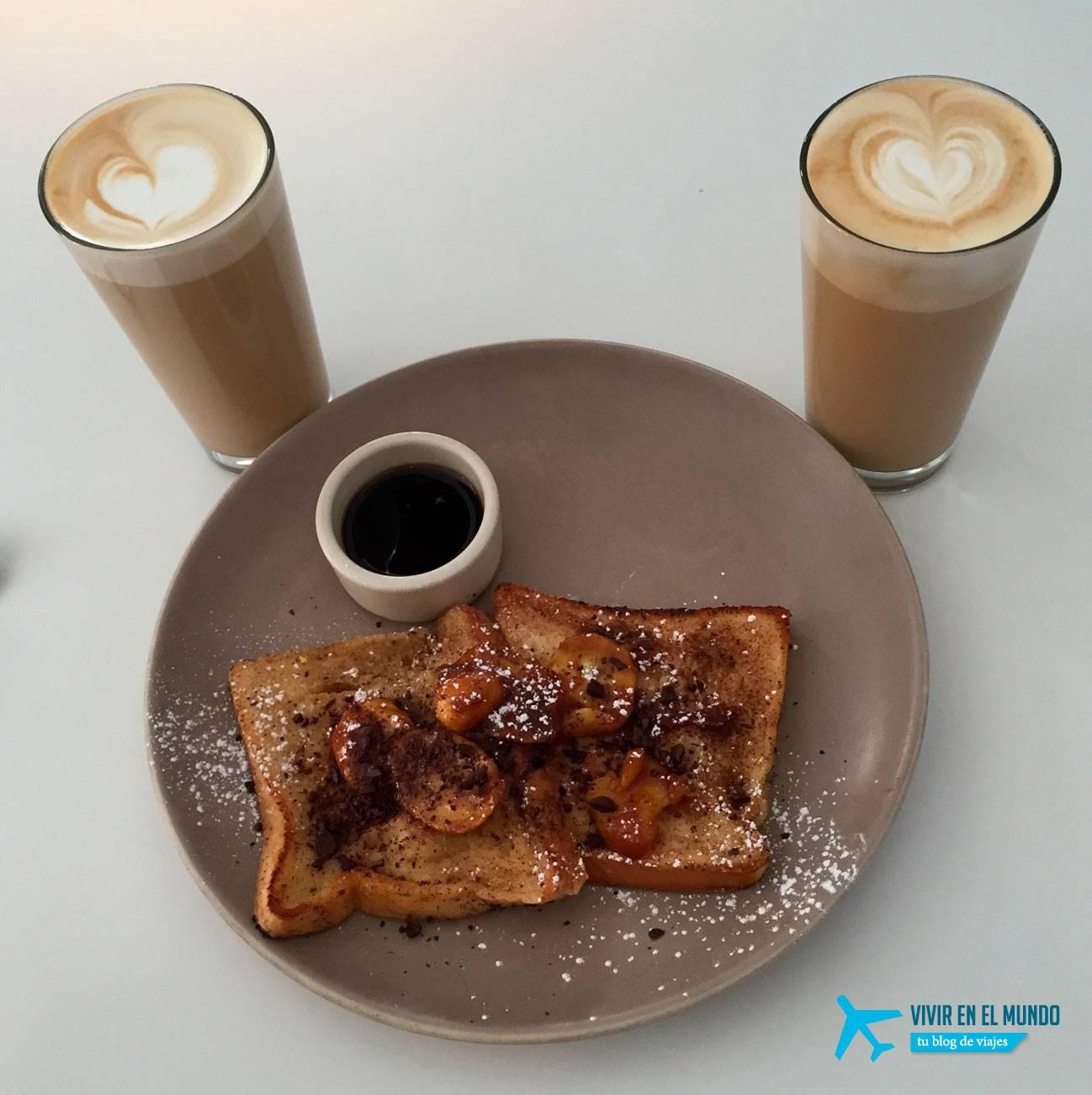Tostada Francesa con café con leche en Federal Café Madrid