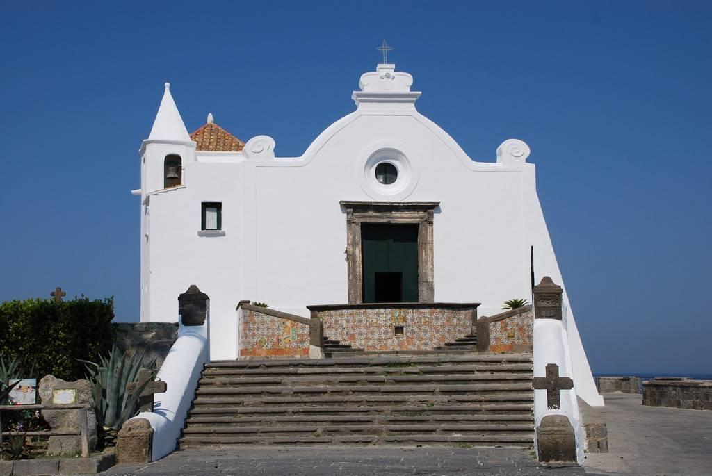 Forio está ubicada en la isla Isquia.