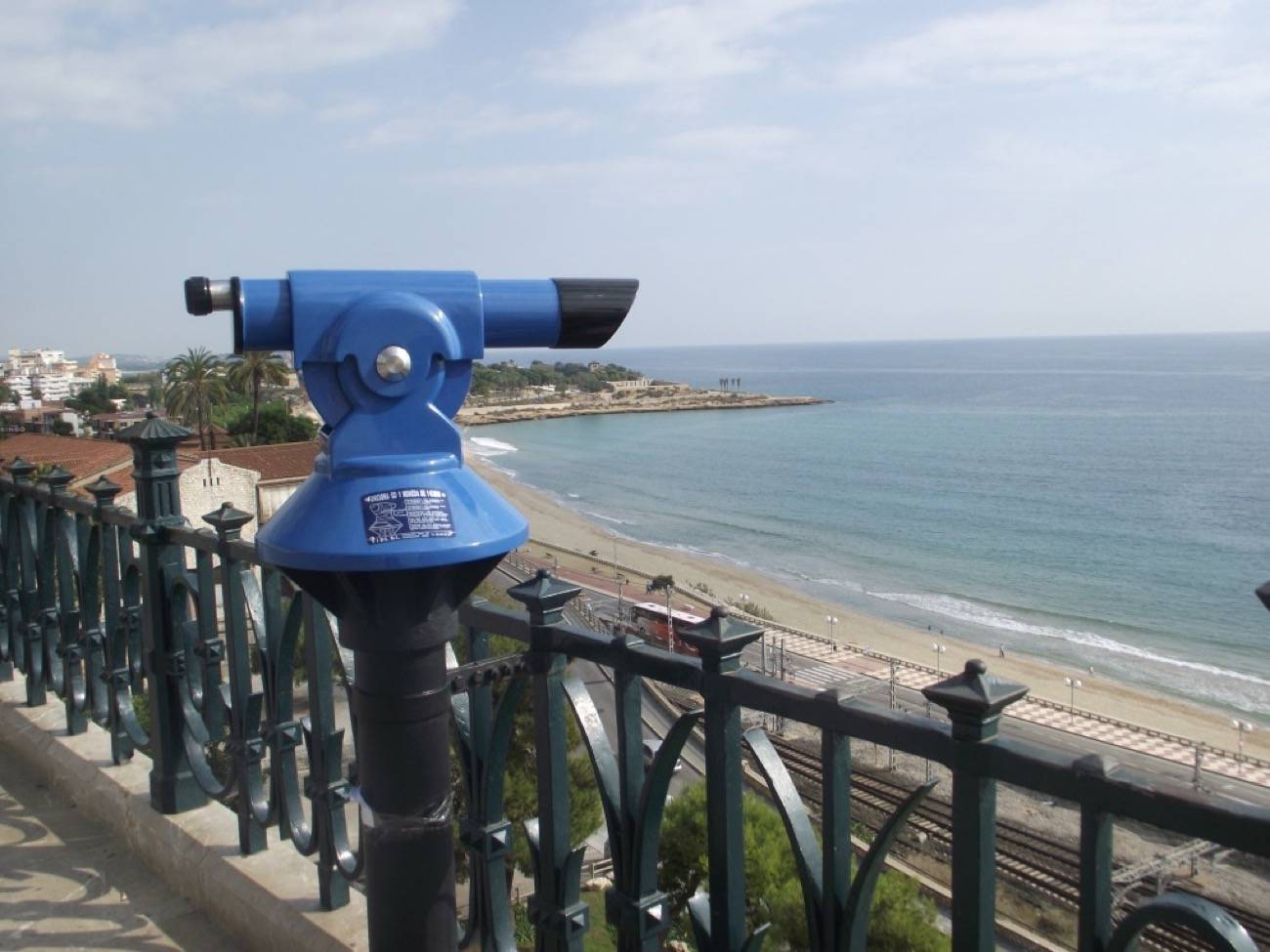viajero o turista - mirador y mar
