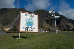 La isla más remota del mundo - Tristán de acuña (Cartel de bienvenida)