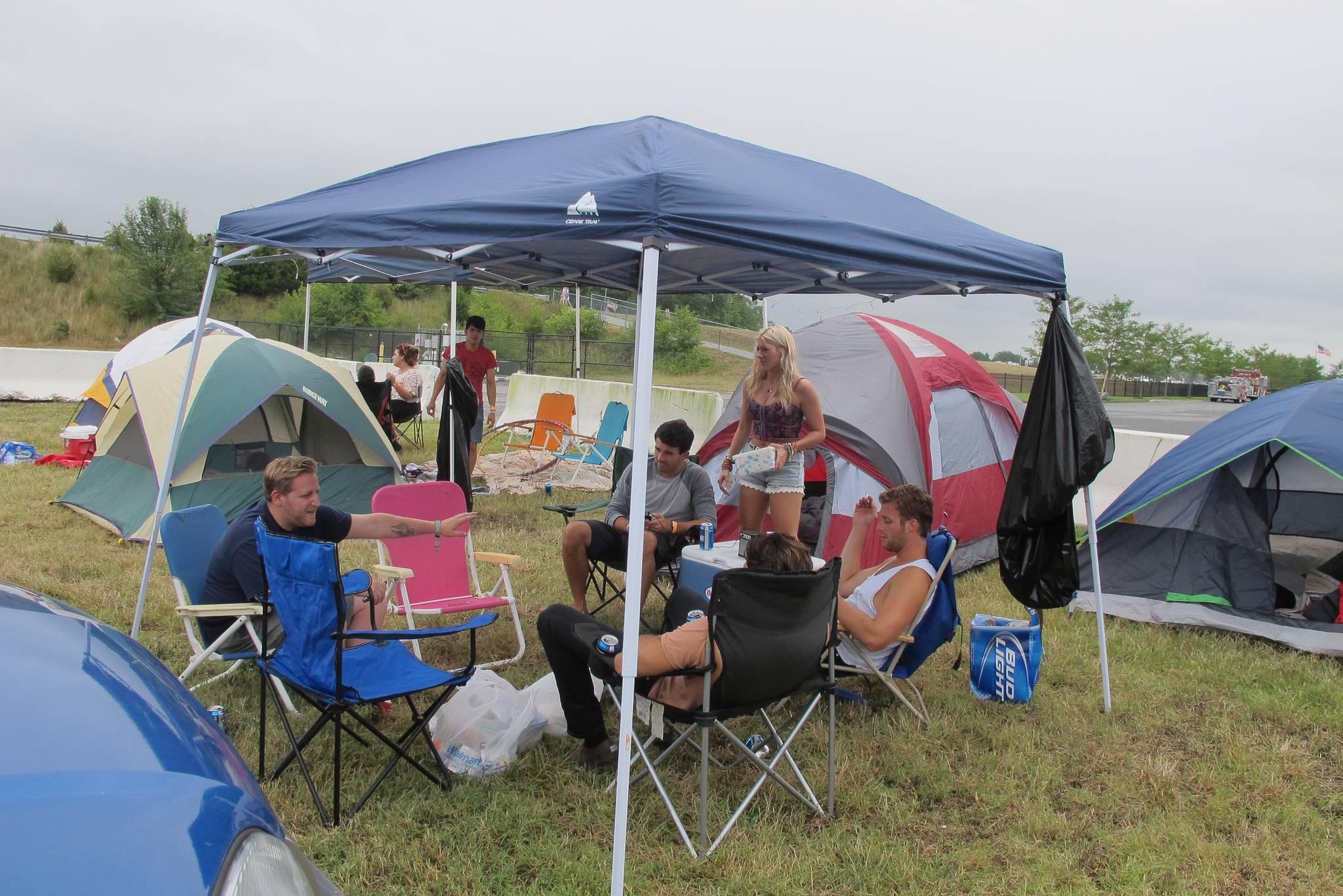 Qué llevarse a un festival de música - Gente de camping