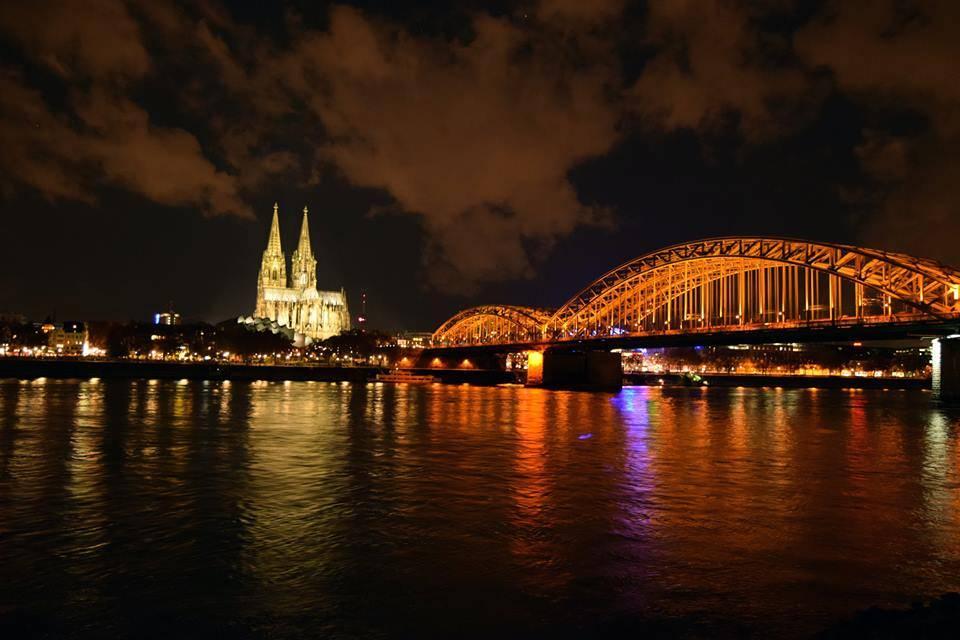 visita a colonia - catedral de Colonia de noche y puente