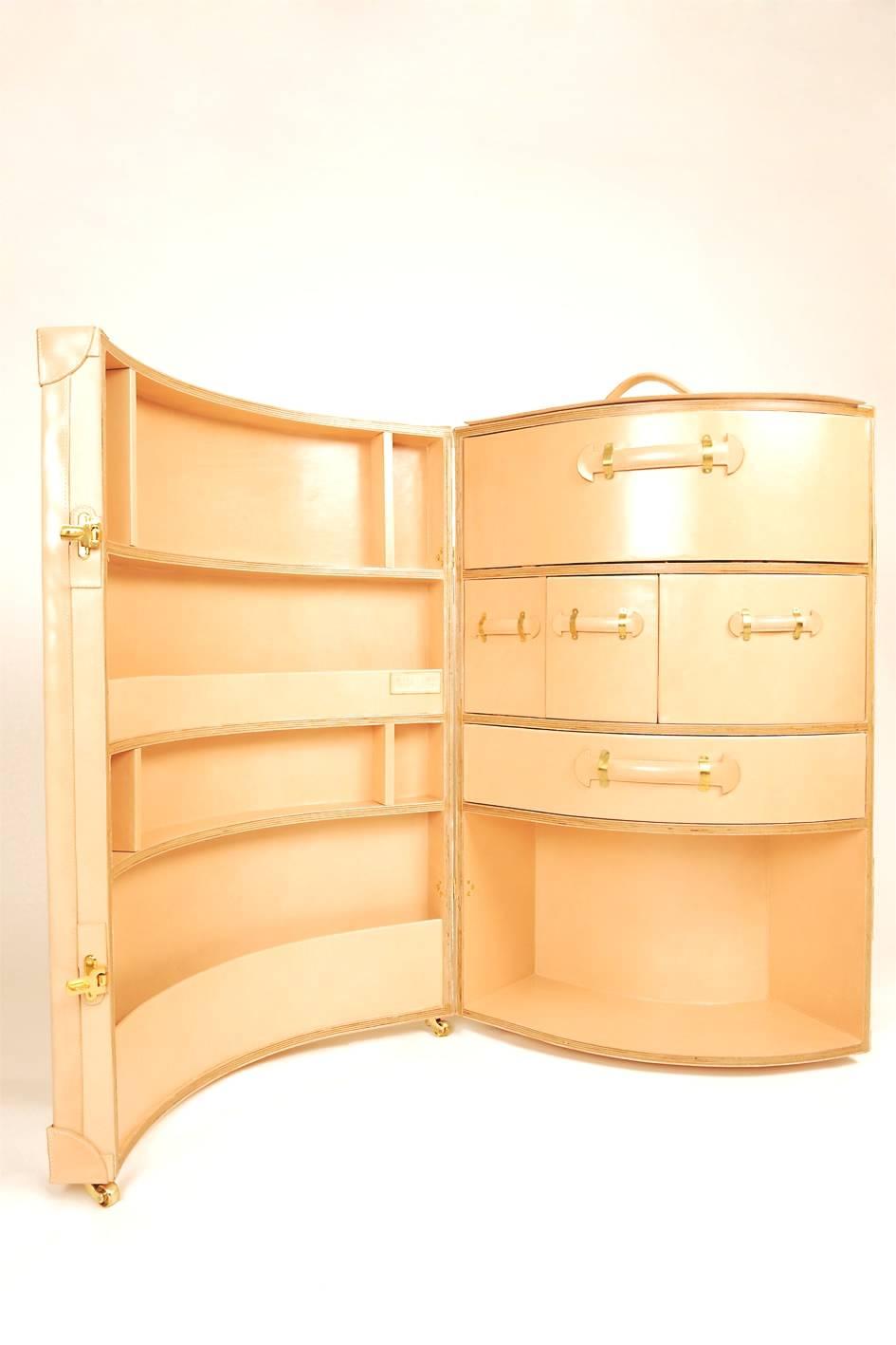 maletas de viaje más originales - Sarah Jane Williams - maleta armario