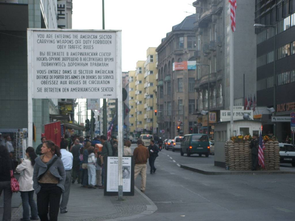 museos de berlin: checkpoint charlie