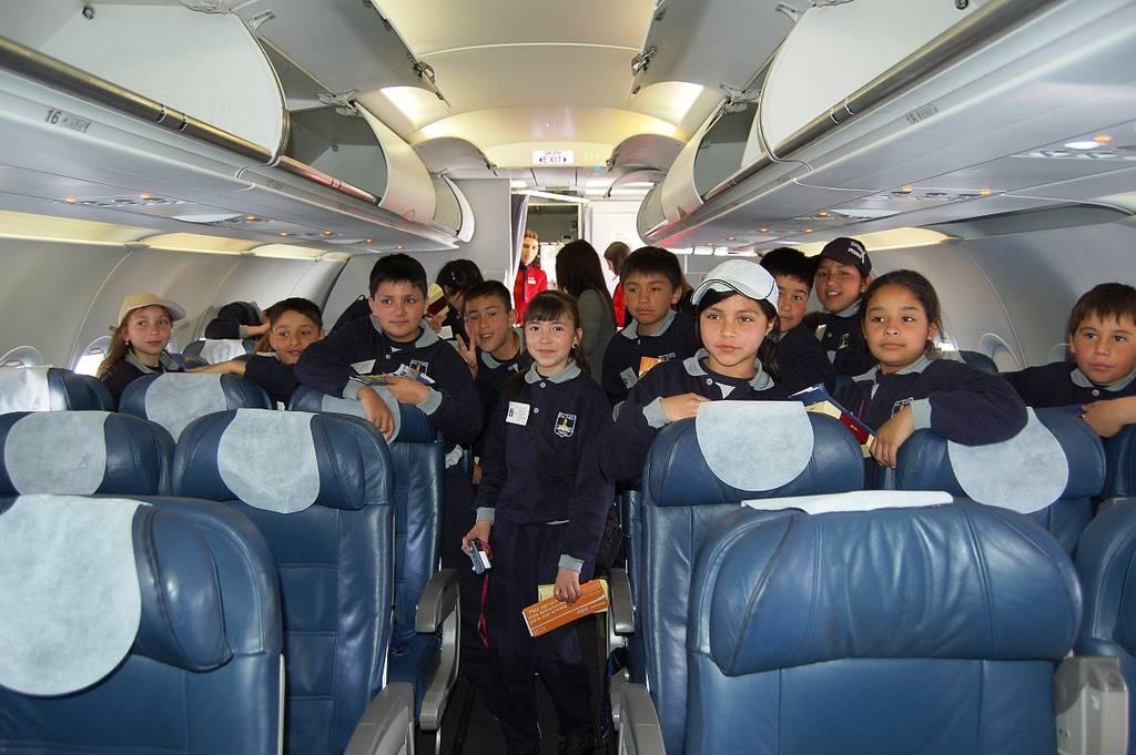 niños en transportes públicos: avión