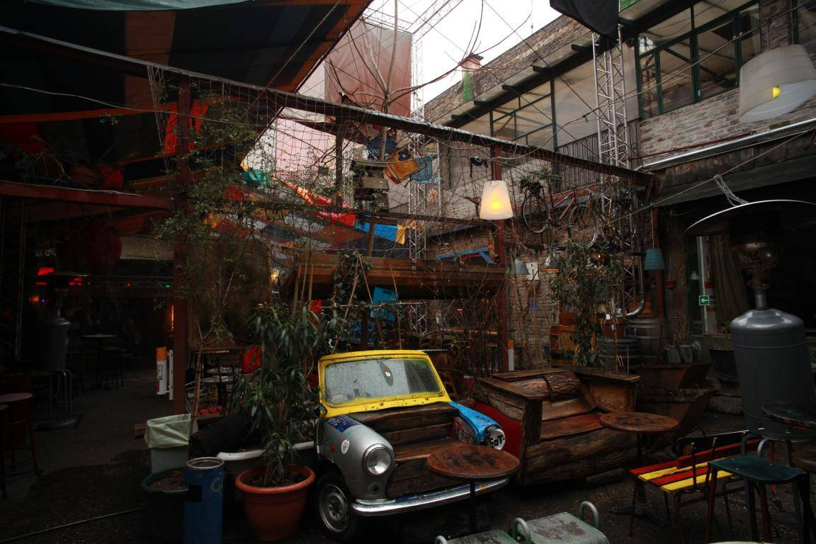 bares en ruinas de Budapest Szimpla Kert