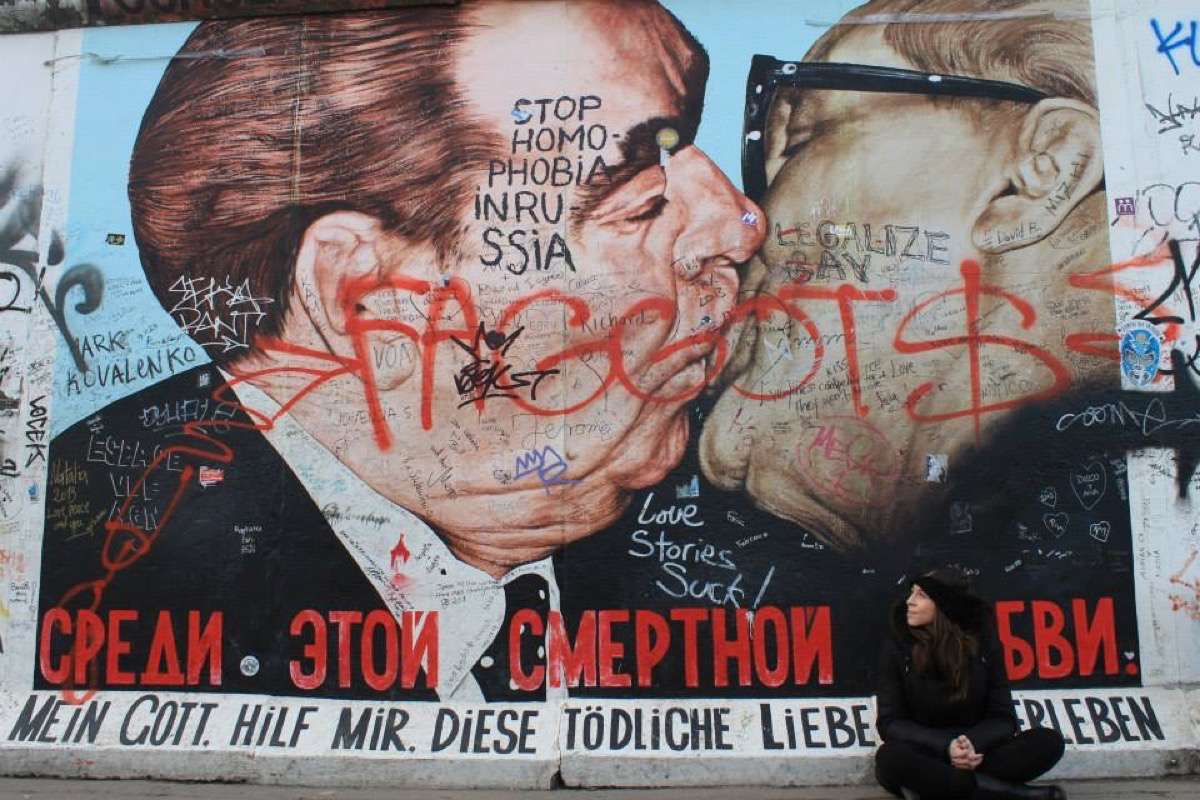 East Side Gallery Berlin Beso