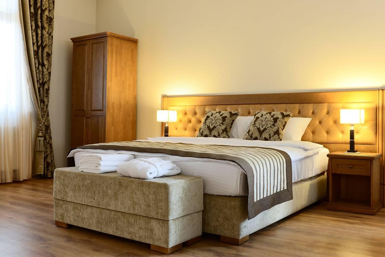 cama cómoda de hotel