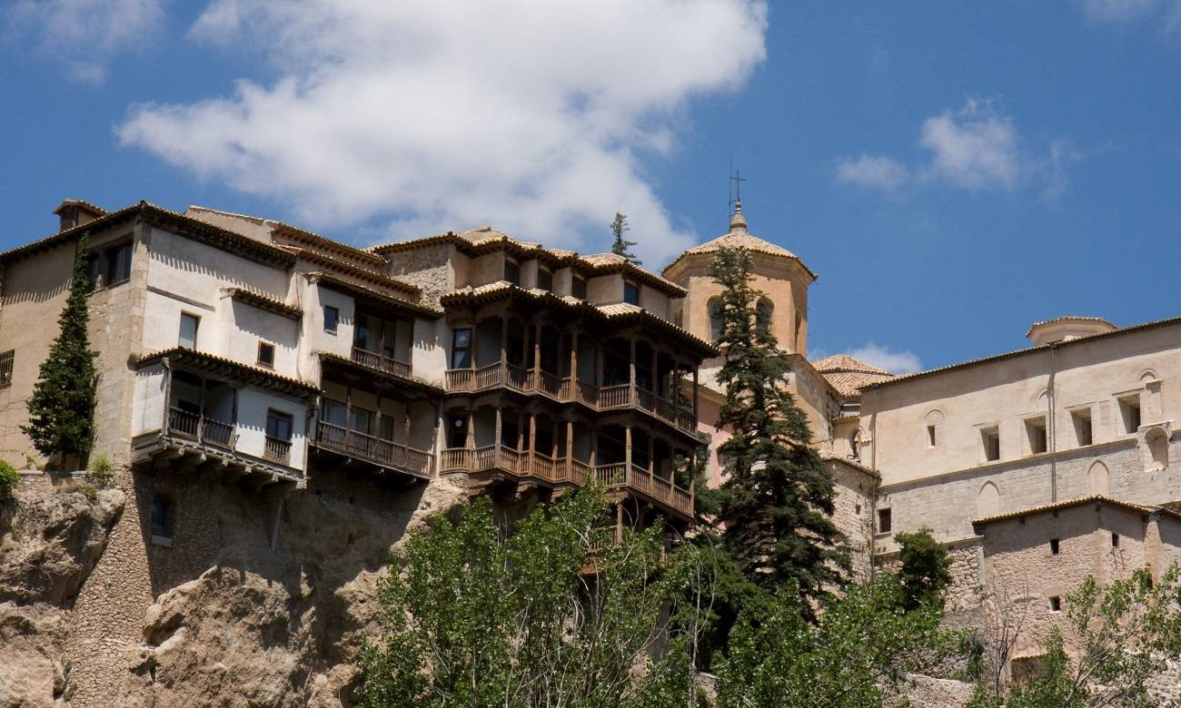 8 lugares en el mundo con casas suspendidas en el aire 1