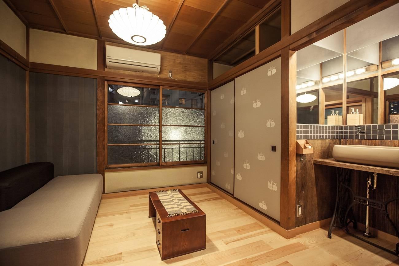 Celebra el d a internacional de quedarse en casa en alguna for Casa clasica japonesa