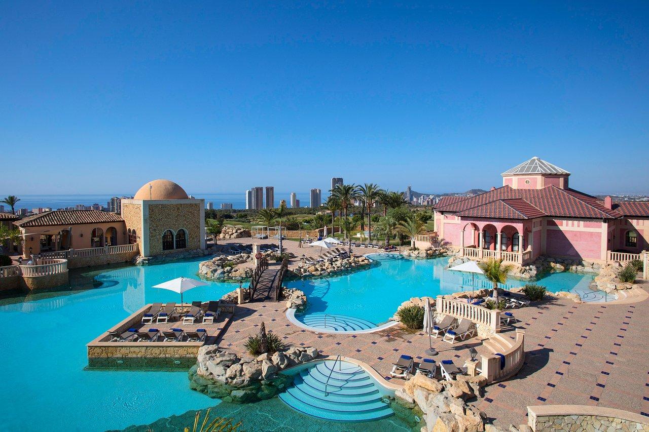 Un hotel de lujo para disfrutar de unas vacaciones en un pueblo mediterráneo 1