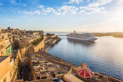 Disfruta de la belleza del Mediterráneo subido en un crucero 13