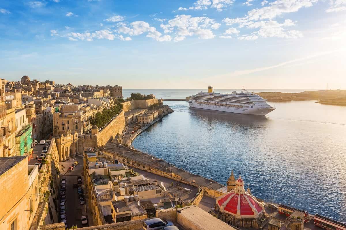 Disfruta de la belleza del Mediterráneo subido en un crucero